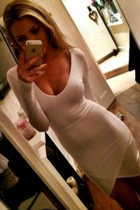 Girls In Tight Dresses (24 Photos)