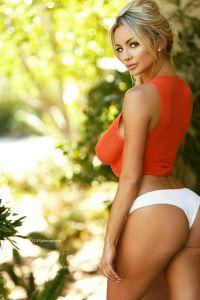 Lindsay Pelas