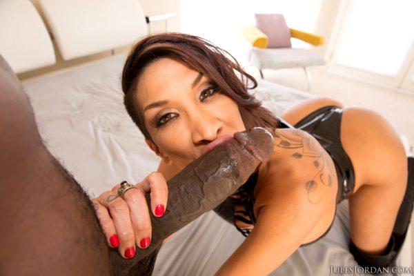 kayla-carrera-interracial-virgin-gets-her-first-black-cock-lexington-steele_014